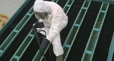 Operador de mantenimiento de instalaciones con riesgo de legionelosis