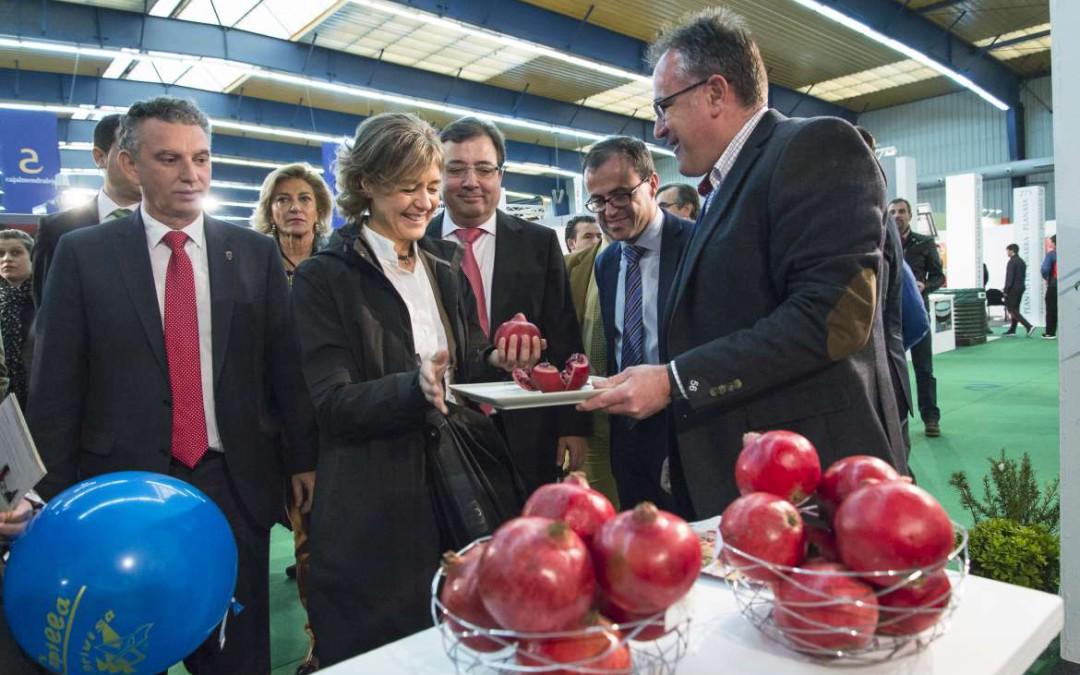 Fernández Vara señala en Agroexpo que es preciso otorgar confianza, seguridad, certidumbre y estabilidad al sector agrario